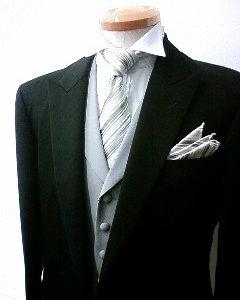 礼服[フォーマルグレーベスト]の装い