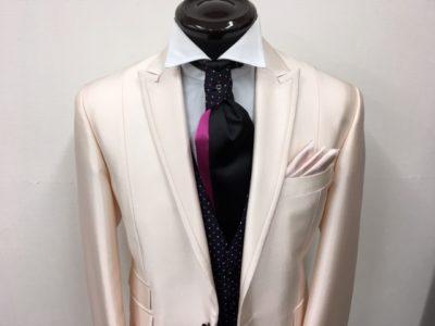 新郎レンタル衣装のピンクも可愛い大阪